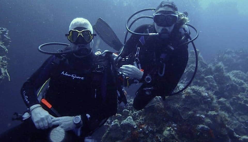 01 Diving certified divers