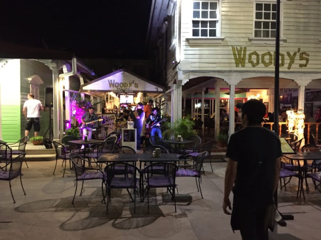 band playing at outdoor cafe in Cozumel's zócalo